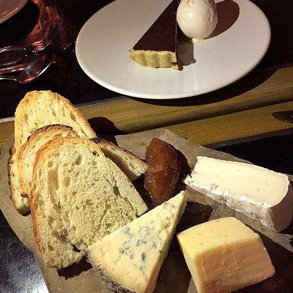 Seasonal Selection of Cheeses