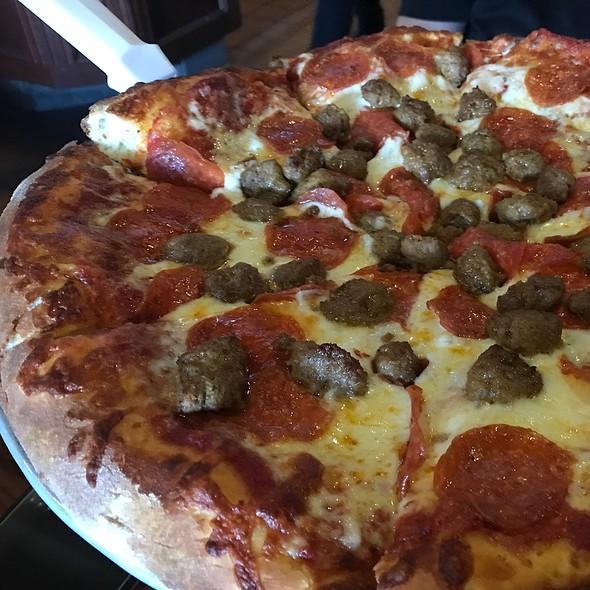Lightning Specialty Pizza @ Oggi's Pizza & Brewing Company