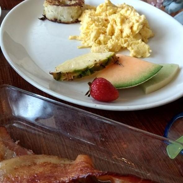 Scrambled Eggs @ Grace's Table