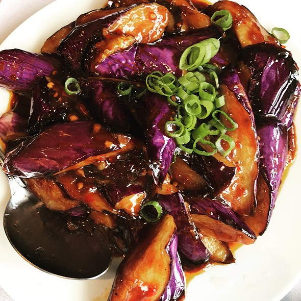 Eggplant And Basil In Garlic Sauce