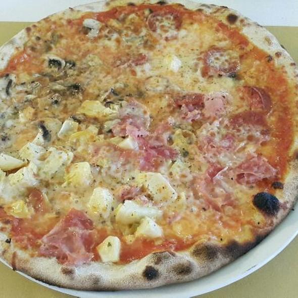Quattro Stagioni @ Pizzeria Trattoria Cygnus