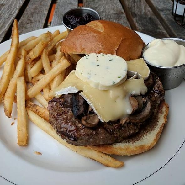 Brie Burger @ Cafe Hollander