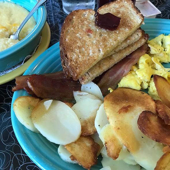 Mama's Classic Breakfast