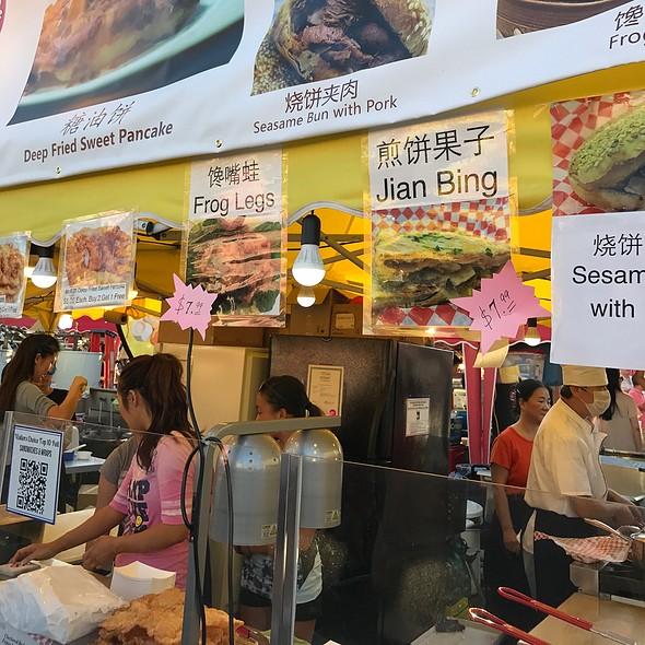 Pan fried pork buns with sesame