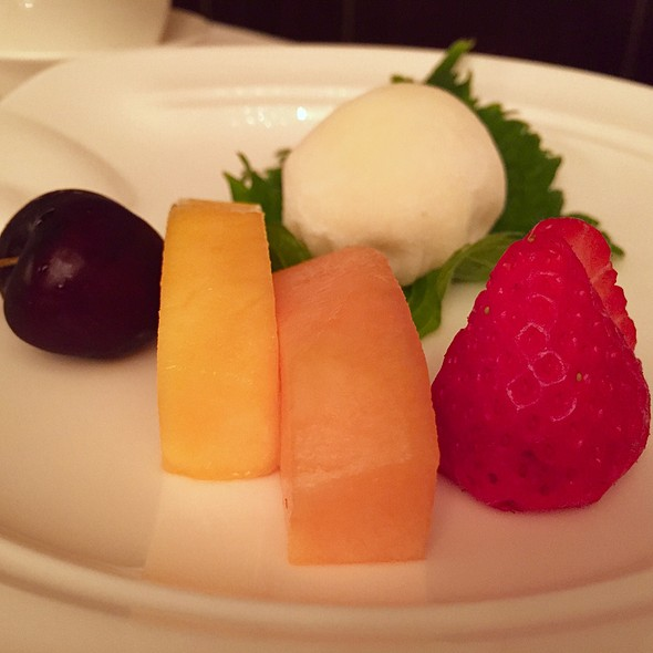 Mochi With Fruit & Cream Filling
