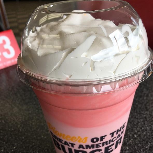 Strawberry Thick 'N Creamy Milkshake @ Hardee's / Red Burrito