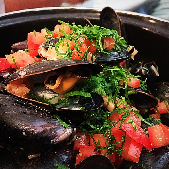 Mussels In Safron And Mustard Sauce @ Le Parisien Bistrot