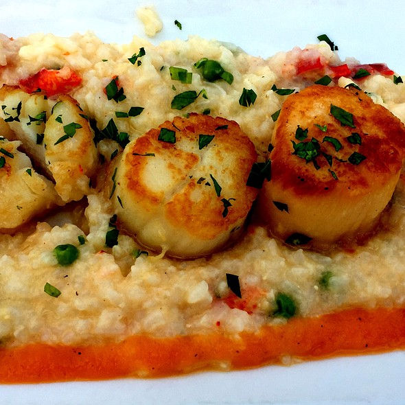 Caramelized Scallops Over Lobster Risotto @ The Hideaway Restaurant & Bar