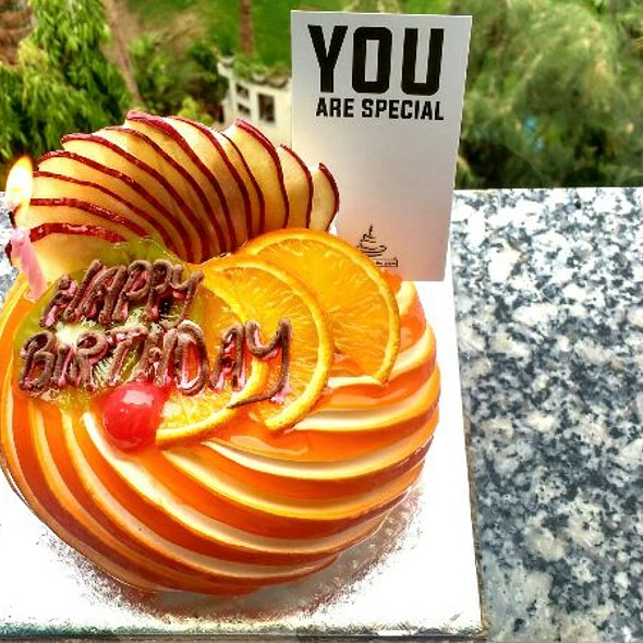 500grams Fresh Fruit Designer Cake