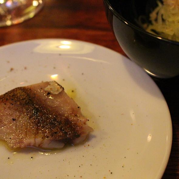 Chicharro Braseado com Molho de Poejo e Pó de Mexilhão / Noodles de Batata Macerados à Bulhão Pato com Pele de Porco