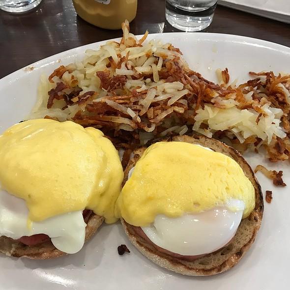 Eggs Benedict @ Kappy's Pancake House Restaurant