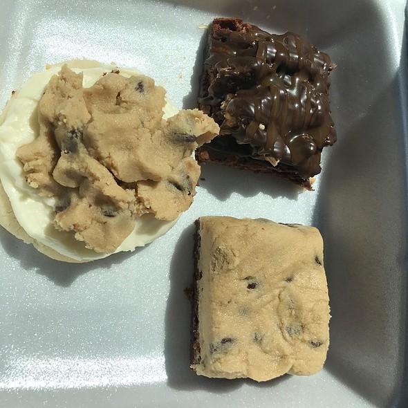 Brownies & Cookie @ Sis' Sweets Bakery