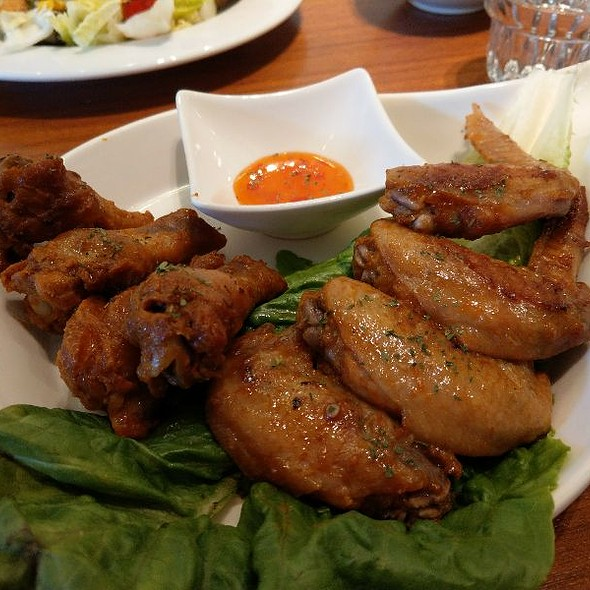 Wings @ Spot Cafe光點咖啡