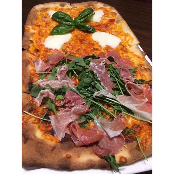 GIANT COMBO PIZZA