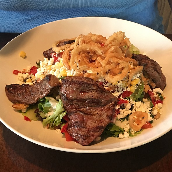 Farmers Salad With Filet Medalions