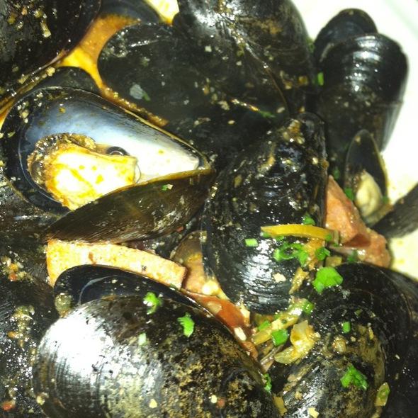 Steamed PEI Mussels @ noah's