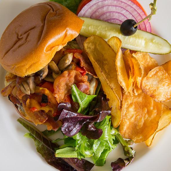 Build Your Own Burger @ Glenmorgan Bar & Grill