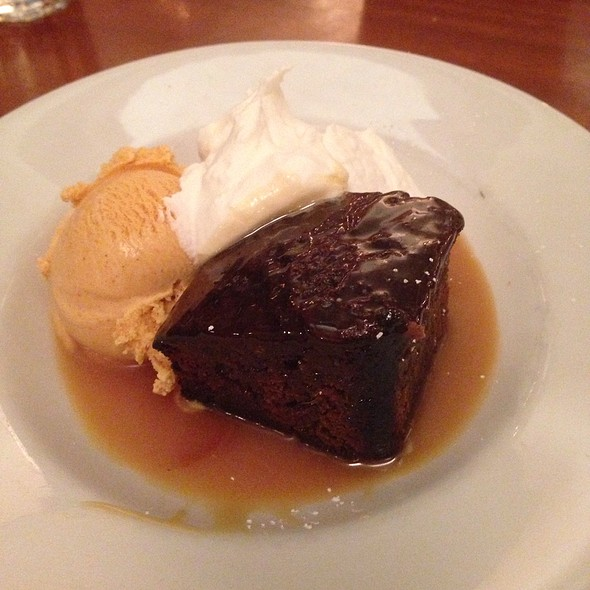 Ginger cake and pumpkin ice cream