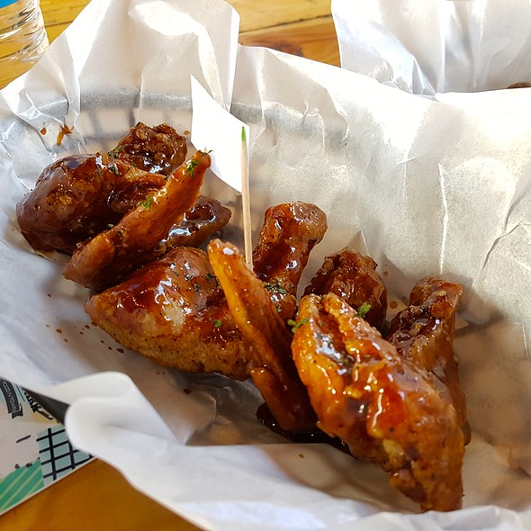 Hickory Barbecue Wings @ Wing Shack