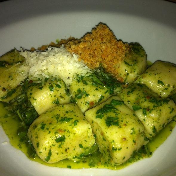 Gnocchi  De Batatas Assadas Com Pesto Provencal @ Restaurante La Frontera