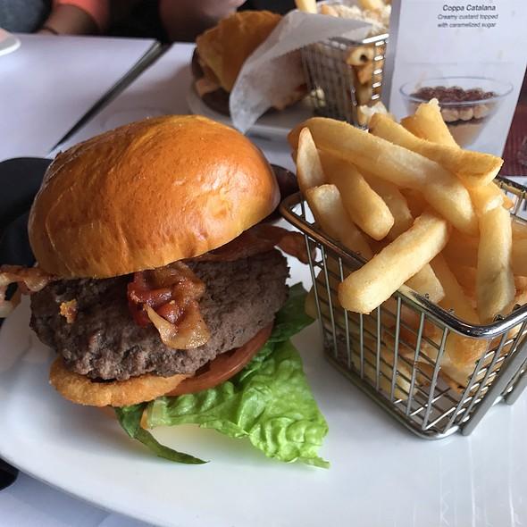 Blue My Mind Burger @ Holy Cow