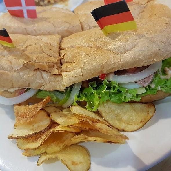 Neptune Submarine Sandwich