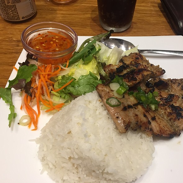 Grilled Chicken With Rice And Salad