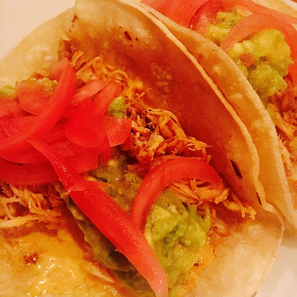 Shredded Chicken, Chipolte Aioli, Pickled Red Onions, Guacamole