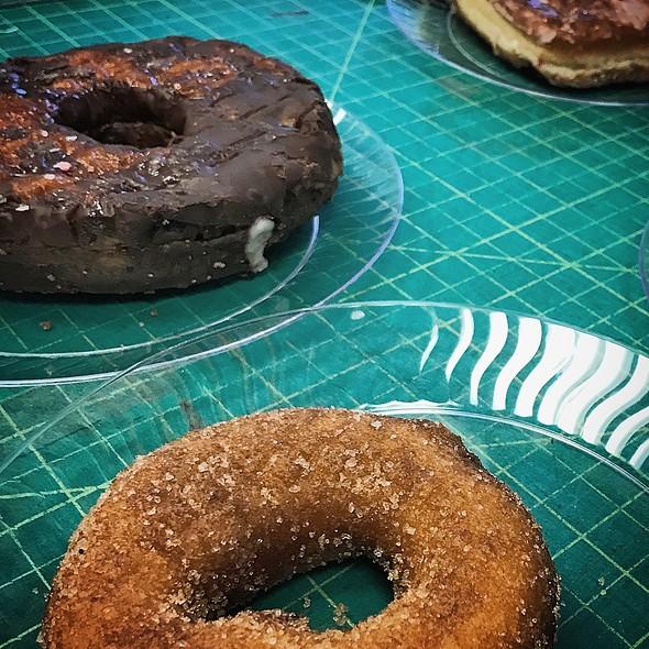 Apple Cider donut @ Dean & Deluca Cafe