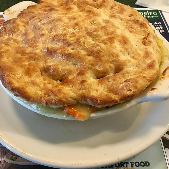Chicken Pot Pie @ Metro Diner