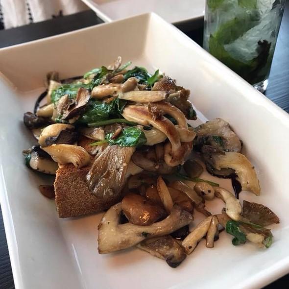 Garlic Mushrooms On Sourdough
