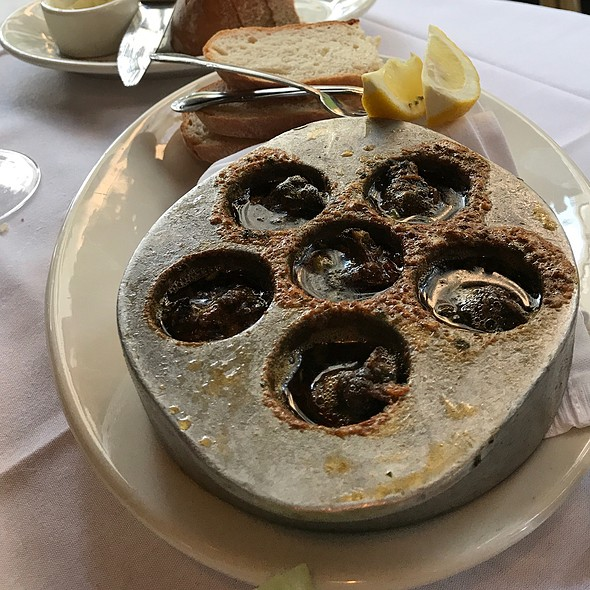 Escargot @ Hugo's Frog Bar & Fish House
