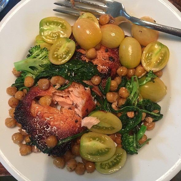 Salmon Chickpea And Tomatos