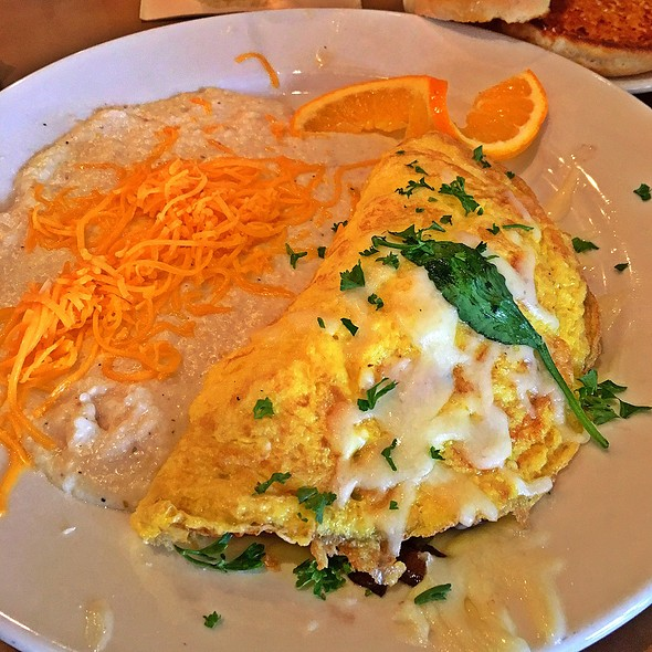 Veggie Omelette With Cheese Grits @ The Brick