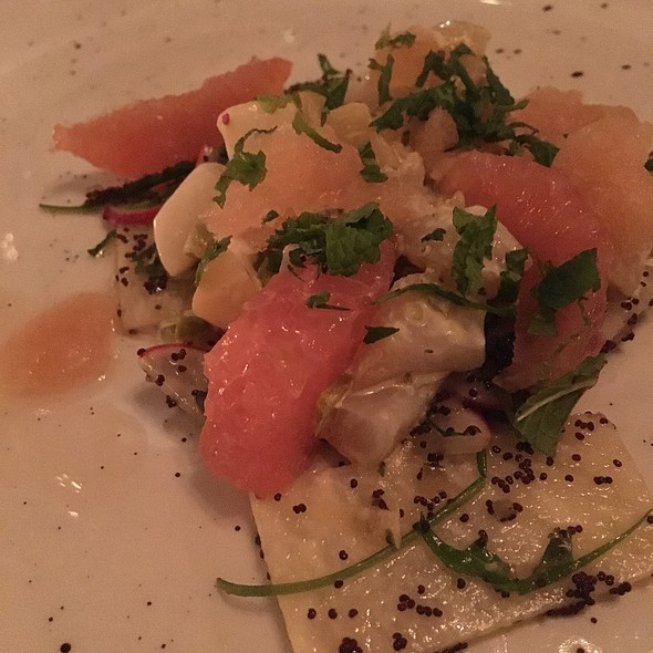 Smoky Scallop Tartare With Ruby Red Grapefruit, Jicama, Mint And Honey-Mezcal Ice