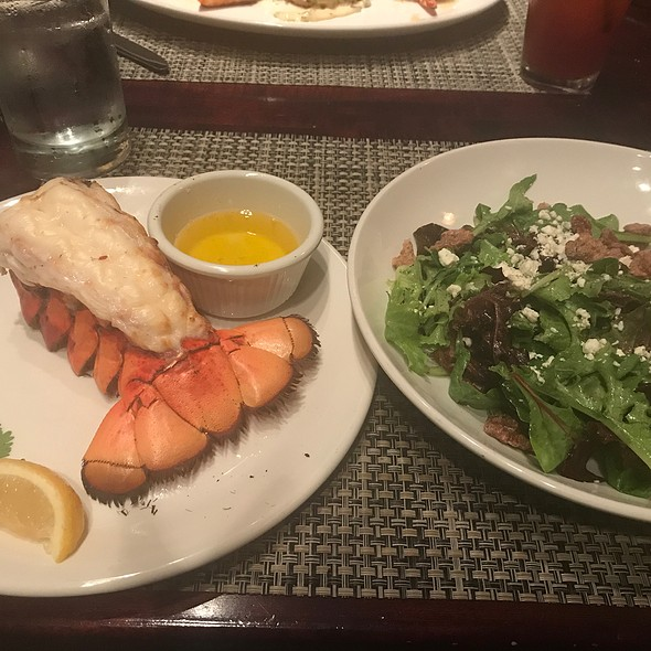 Walnut Mixed Greens With Fresh Lobster Tail