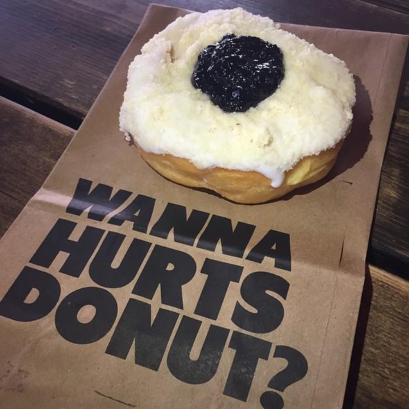 Blueberry Struessel Donut