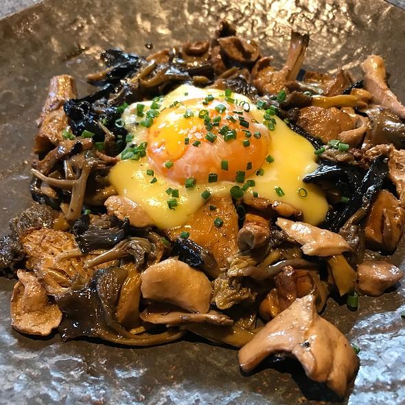 Mushroom Medley With Egg @ Restaurante Lakasa