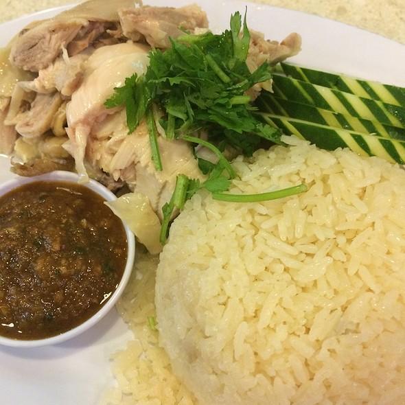Steamed Chicken With Garlic Rice