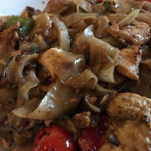Drunken Noodles With Chicken @ Kinnara Thai Delivery