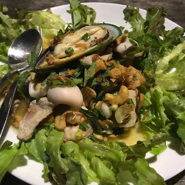 Yum Escape (Mixed Seafood And Minced Pork With Traditional Thai Herbs)