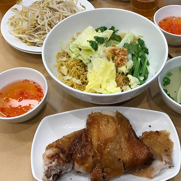 Criskin Chicken with Dry Egg Noodle