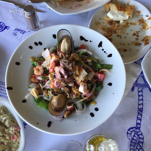 Fisherman's Salad @ Haravgi