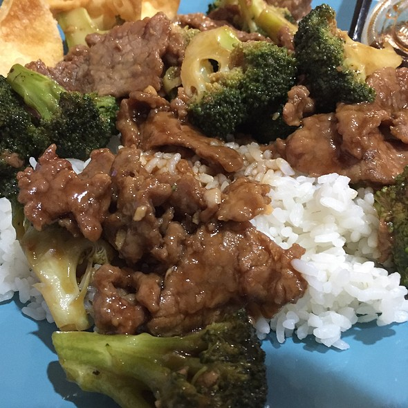 Beef with Broccoli @ Liang's Bistro