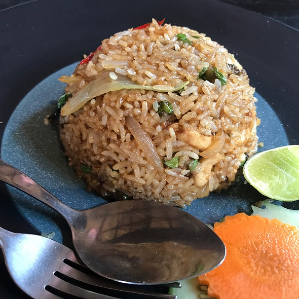 Fried Rice With Thai Basil, Chili And Chicken