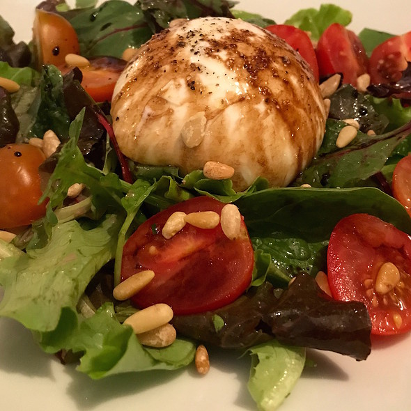 Burrata with cherry tomatoes, pine nuts, extra virgin olive oil and salad melange