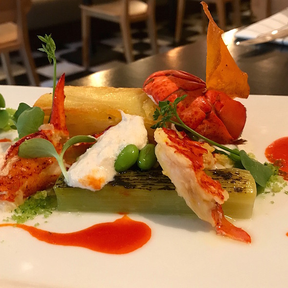 Canadian lobster, pommes Anna, leek, crumble and lemongrass crumble @ Thijs by Dikker & Thijs