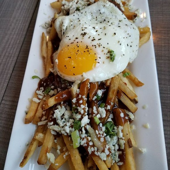 dirty fries with sunny side up egg