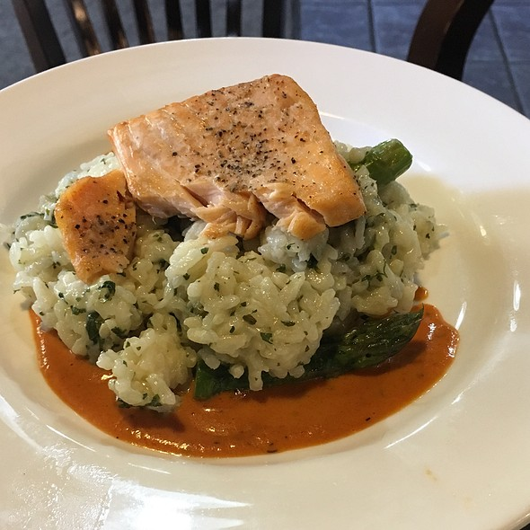 Salmon and asparagus risotto