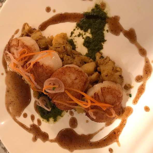 Pan Seared Scallops With Curried Cauliflower